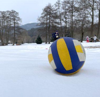 Ballon de Volley sur la neige pour une partie de Snow Volley
