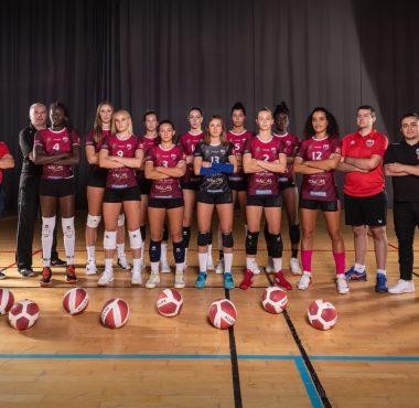 Les Louves, l'équipe féminine de Saint-Dié-des-Vosges au complet avec leur coatch, Manu Dumortier